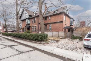 2 Dunbar Rd, Toronto