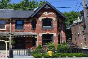 340 Carlton St, Toronto