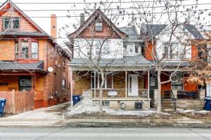 359 Lansdowne Ave, Toronto