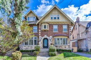 19 Gardiner Rd, Toronto