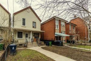 739 Manning Ave, Toronto