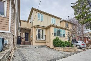 135 Montgomery Ave, Toronto