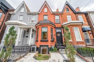 32 Rolyat St, Toronto