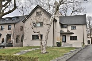 18 Whitney Ave, Toronto