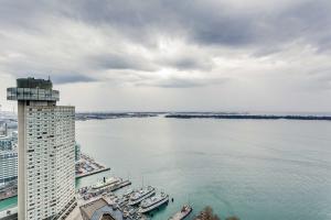 33 Harbour Sq, Toronto
