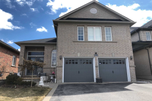 111 Fencerow Dr, Whitby