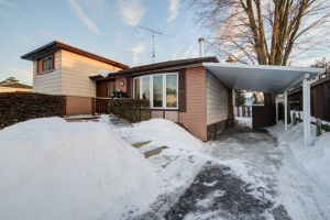 733 Krosno Blvd, Pickering