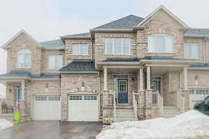 4 Rimrock Cres, Whitby