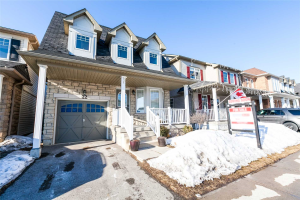 22 Donlevy Cres, Whitby