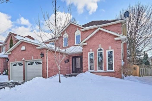 33 Lofthouse Dr, Whitby