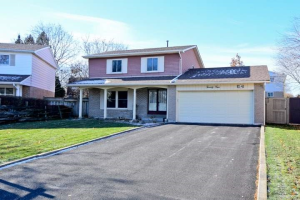24 Easton Crt, Ajax