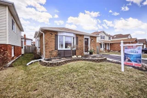 52 Centerfield Dr, Clarington