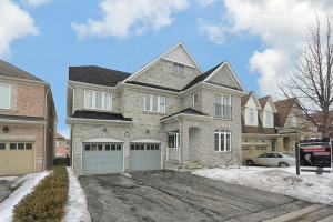 35 Byram Downs St, Ajax