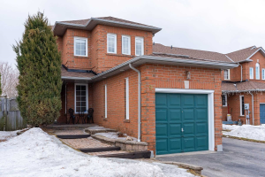 9 Creekwood Cres, Whitby