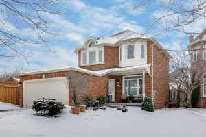 273 Hoover Dr, Pickering