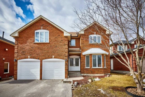 8 Braebrook Dr, Whitby