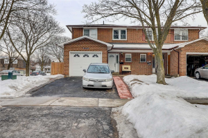 1909 Poppy Lane E, Pickering