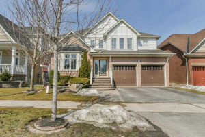 94 Carnwith Dr W, Whitby