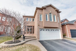 38 Parnell Cres, Whitby