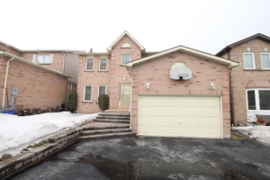 25 Long Dr, Whitby
