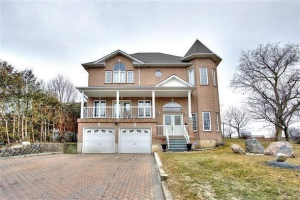 724 Hillcrest Rd, Pickering