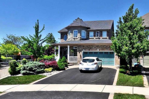 836 Darwin Dr, Pickering