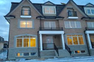 16 Eaton Park Lane, Toronto