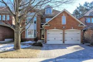 884 Darwin Dr, Pickering