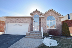 320 Waterbury Cres, Scugog