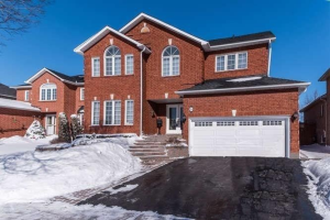 26 Patrick Dr, Whitby