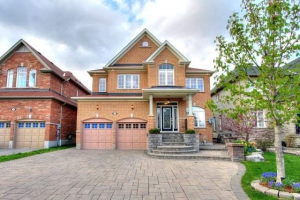 162 Rivers Edge Pl, Whitby