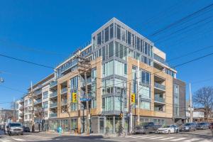 200 Woodbine Ave, Toronto