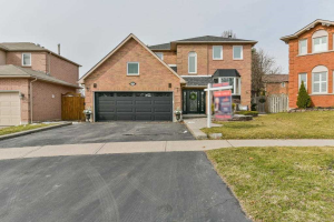 10 Limestone Cres, Whitby