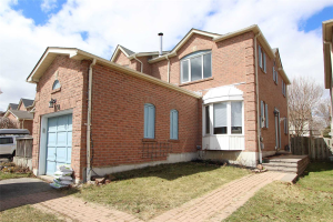 34 Gates Cres, Ajax