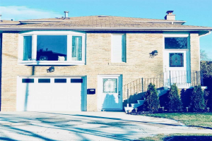 1189 Gloucester Sq, Pickering