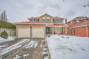 32 William Stephenson Dr, Whitby