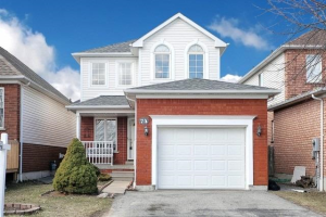 74 Monk Cres, Ajax