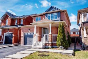 61 Rampart Cres, Whitby