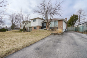 822 Zator Ave, Pickering
