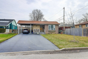 851 Chapleau Dr, Pickering