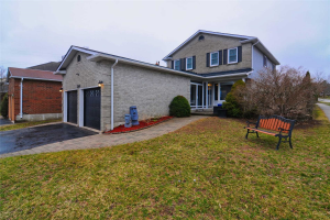 1200 Maple Gate Rd, Pickering