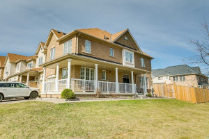 142 Cathedral Dr, Whitby