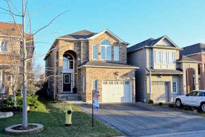 11 Tracey Crt, Whitby