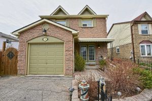757 Edgewood Rd, Pickering