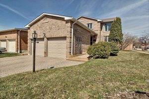 558 Daylight Crt, Pickering
