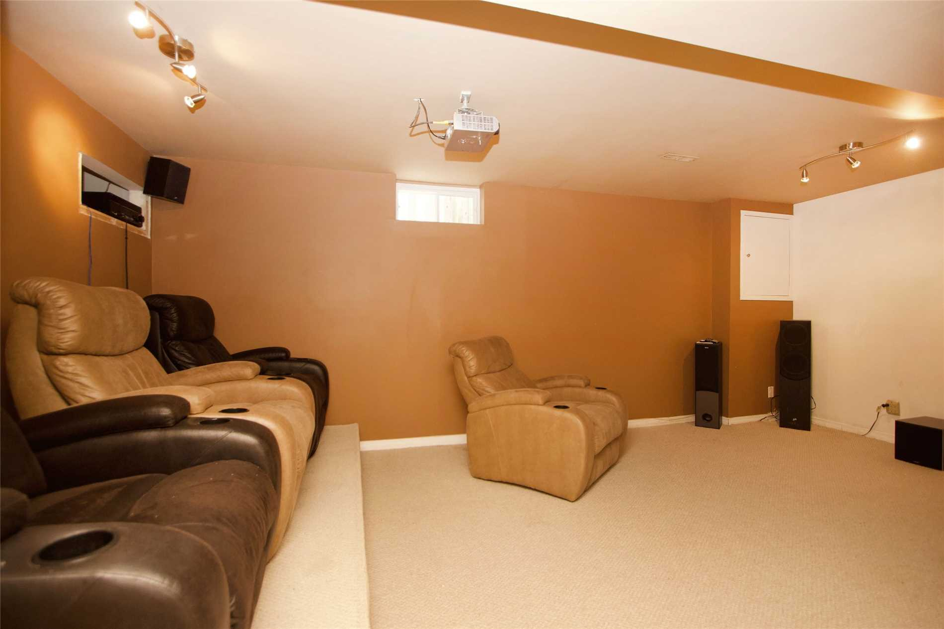 732 Sheppard Ave, Pickering