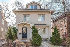 9 Beaufort Rd, Toronto