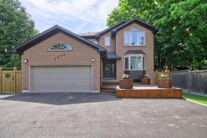 1830 Fairport Rd, Pickering