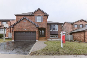 28 Maplewood Dr, Whitby