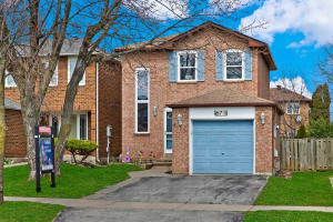 671 Foxwood Tr, Pickering